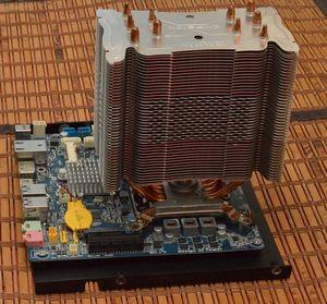 Абсолютно бесшумный, компактный безвентиляторный компьютер на полноценном десктопном процессоре. diy реализация