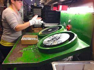 Как работает крупнейшая фабрика виниловых пластинок