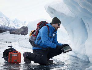 Ларс ларссон и ноутбук dell путешествуют по средней азии