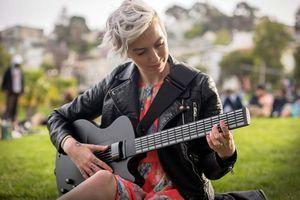 Mi guitar приобщает к музыке за пять минут