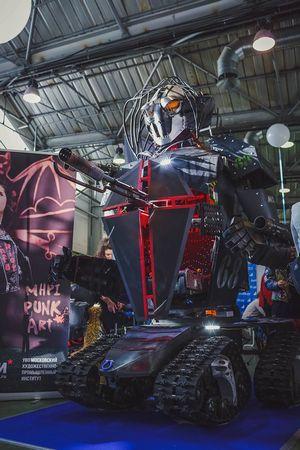 Огромный боевой человекоподобный робот night fox ii – презентация в мхпи