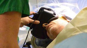 Пациент успешно перенес операцию на головном мозге, погрузившись в мир vr