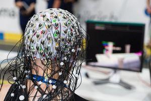 Создан мозговой имплантат для управления экзоскелетом